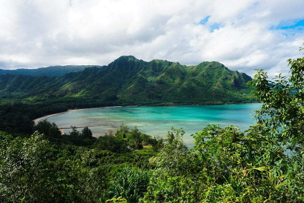 Stunning view of Kahana Bay on Oahu from the Crouching Lion trail